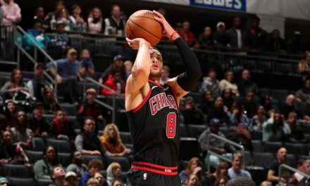 NBA, Zach LaVine en el campo contra Charlotte el jueves