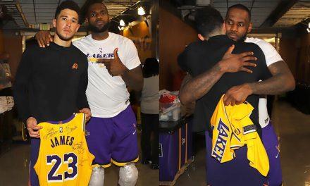 NBA, LeBron le da a Booker un chaleco autografiado después del Juego 6