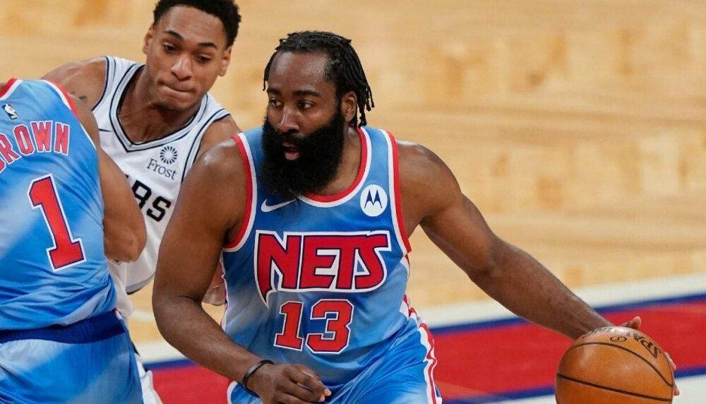 "NBA, James Harden sobre Kyrie Irving: ""No nos decepciona"""